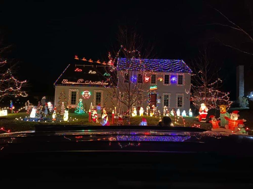 6732 ROCKINGHAM DRIVE Christmas Lights Display in Fort Wayne, Indiana
