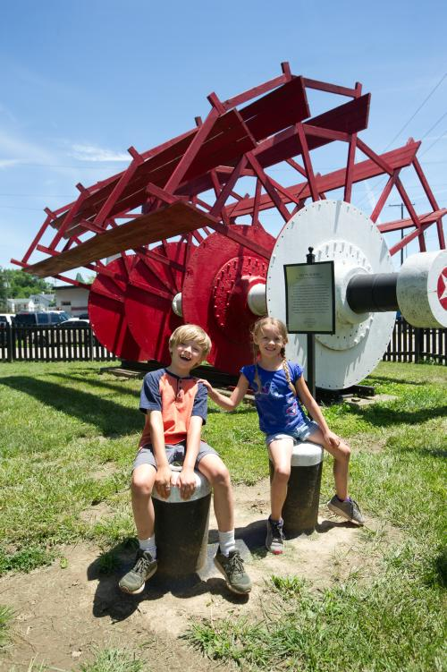 Kids at the Howard Steam Boat Museum