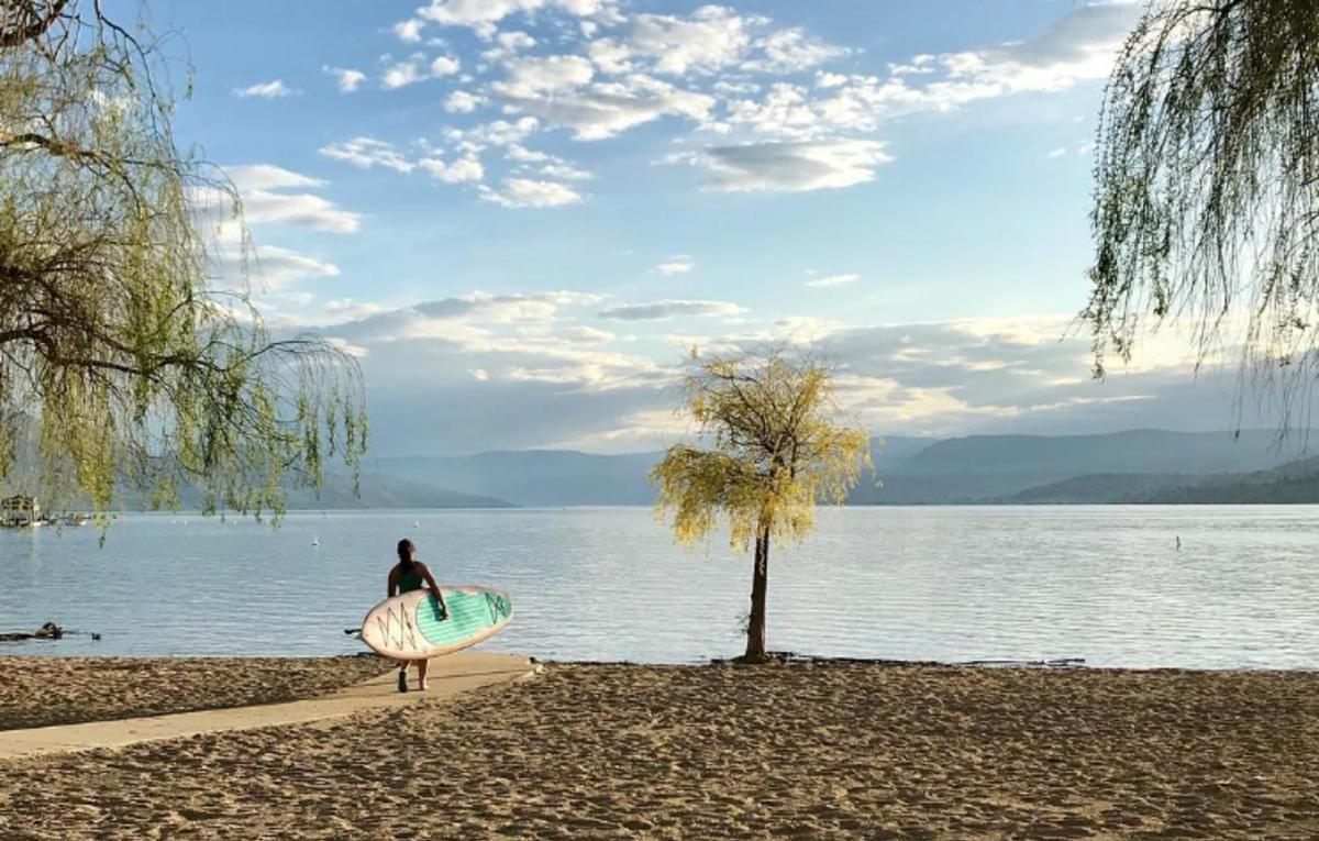 Paddle board at Gyro Beach