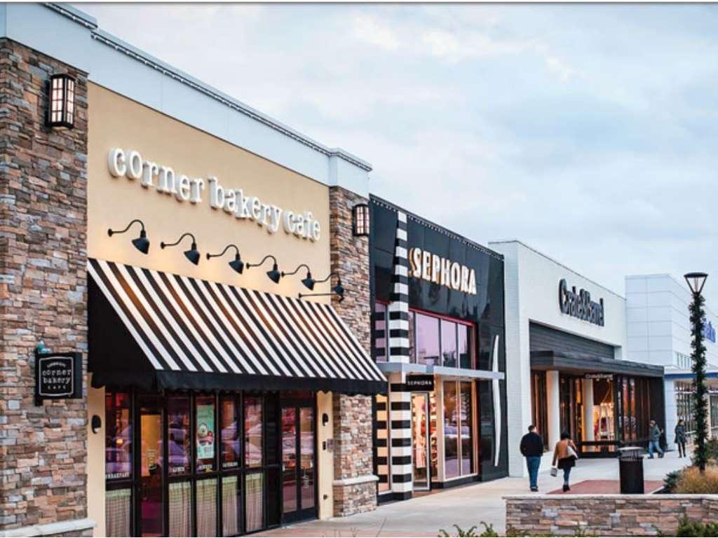Garden City, Cranston shops
