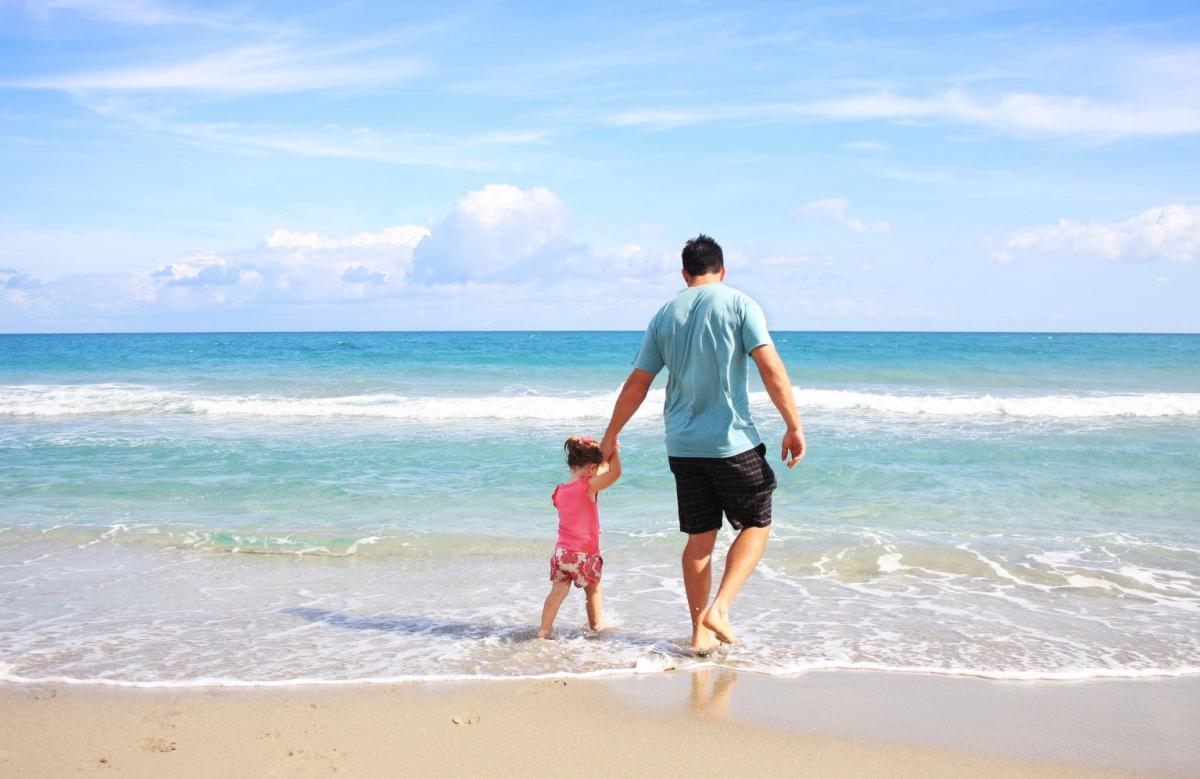 sea-sunny-beach-sand father & daughter