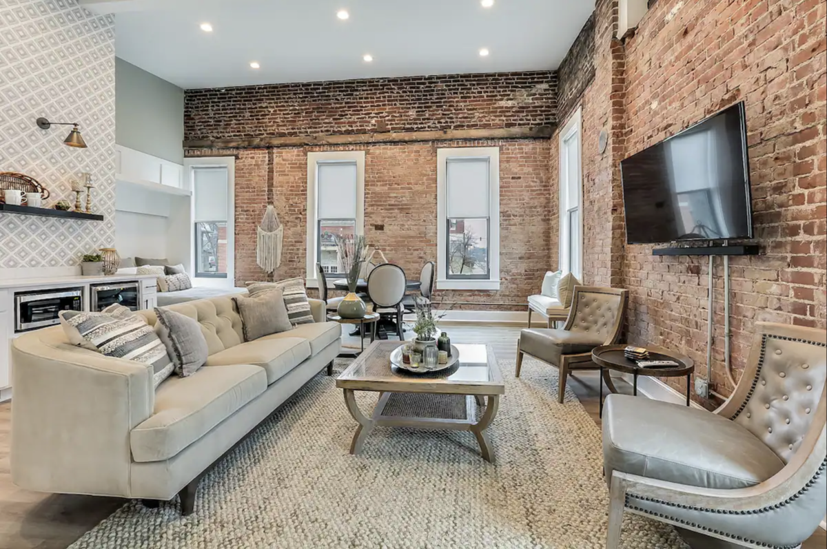 Living room of Downtown Shelbyville Airbnb