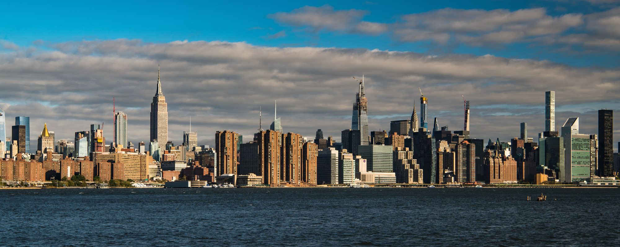 A photo of the skyline of Manhattan from East River State Park