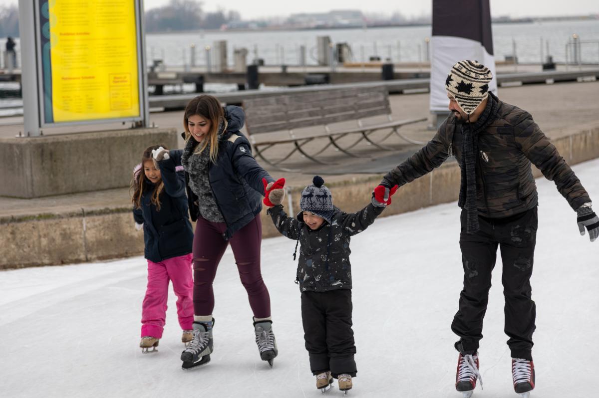 Family_Skating_Harbourfront2
