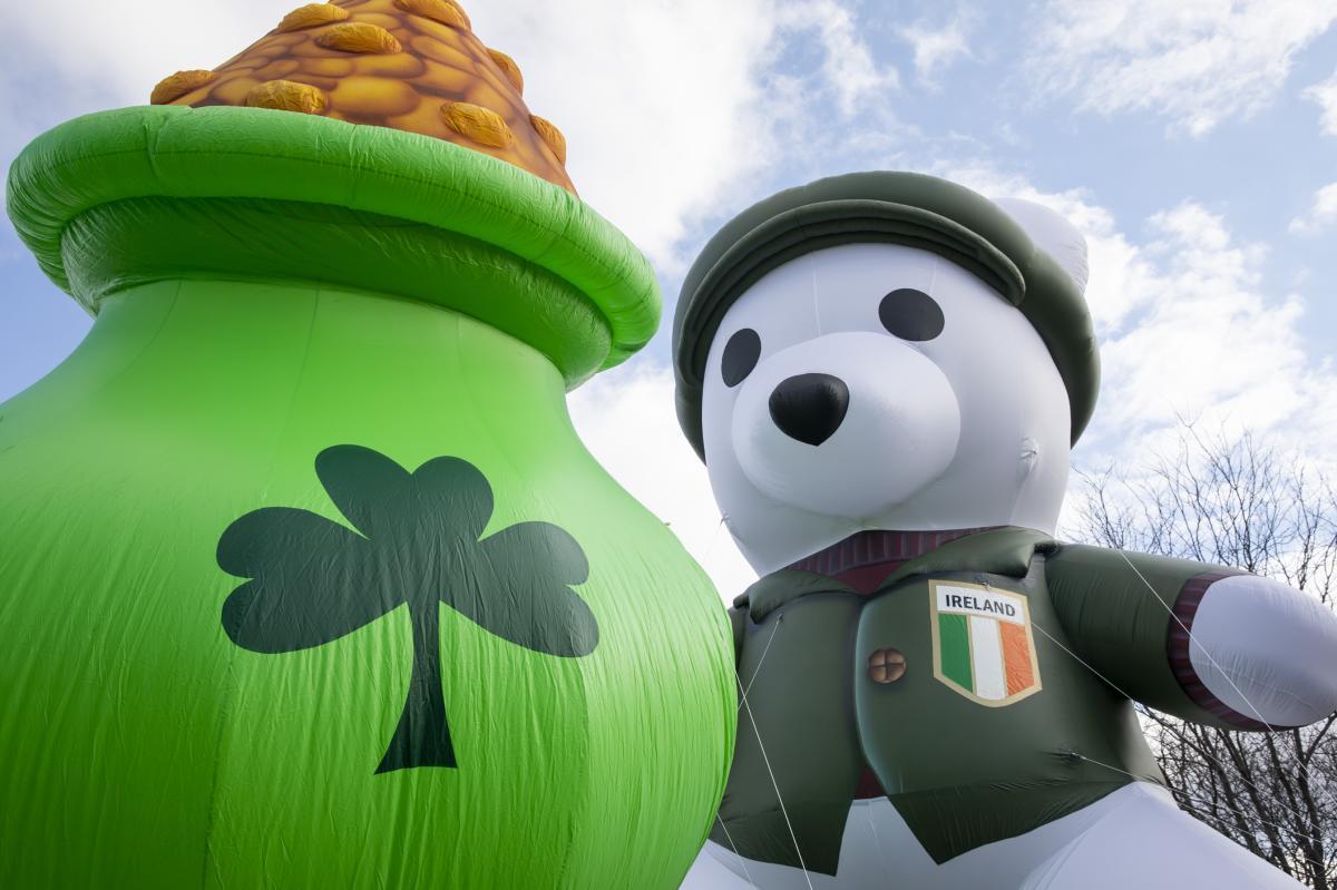 St. Patrick's Day Parade Floats - Irish Bear, Pot O' Gold