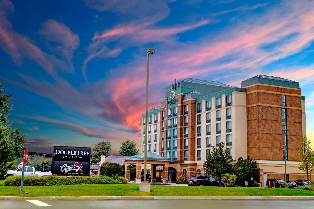 DoubleTree by Hilton Exterior photo