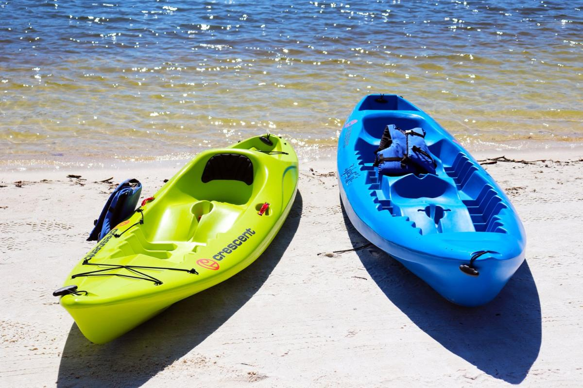 Kayaks sitting on the water bank at Rumbling Bald
