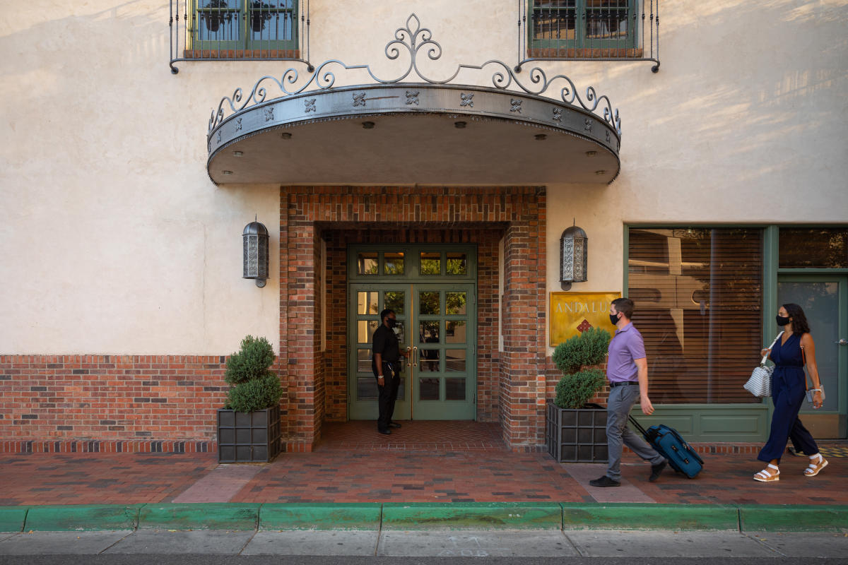 Hotel Andaluz, Masks, hotel stay