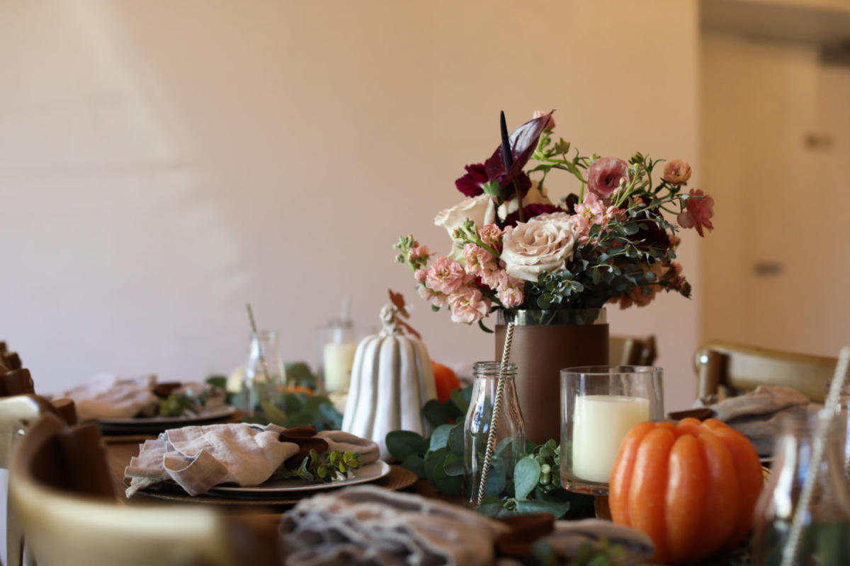 A simple color palette makes for a modern Thanksgiving centerpiece