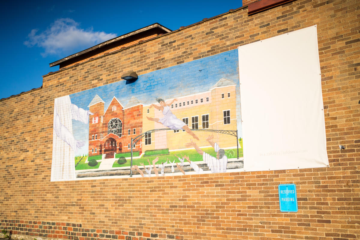 Mural in King-Lincoln Bronzeville depicting scenes from the neighborhood