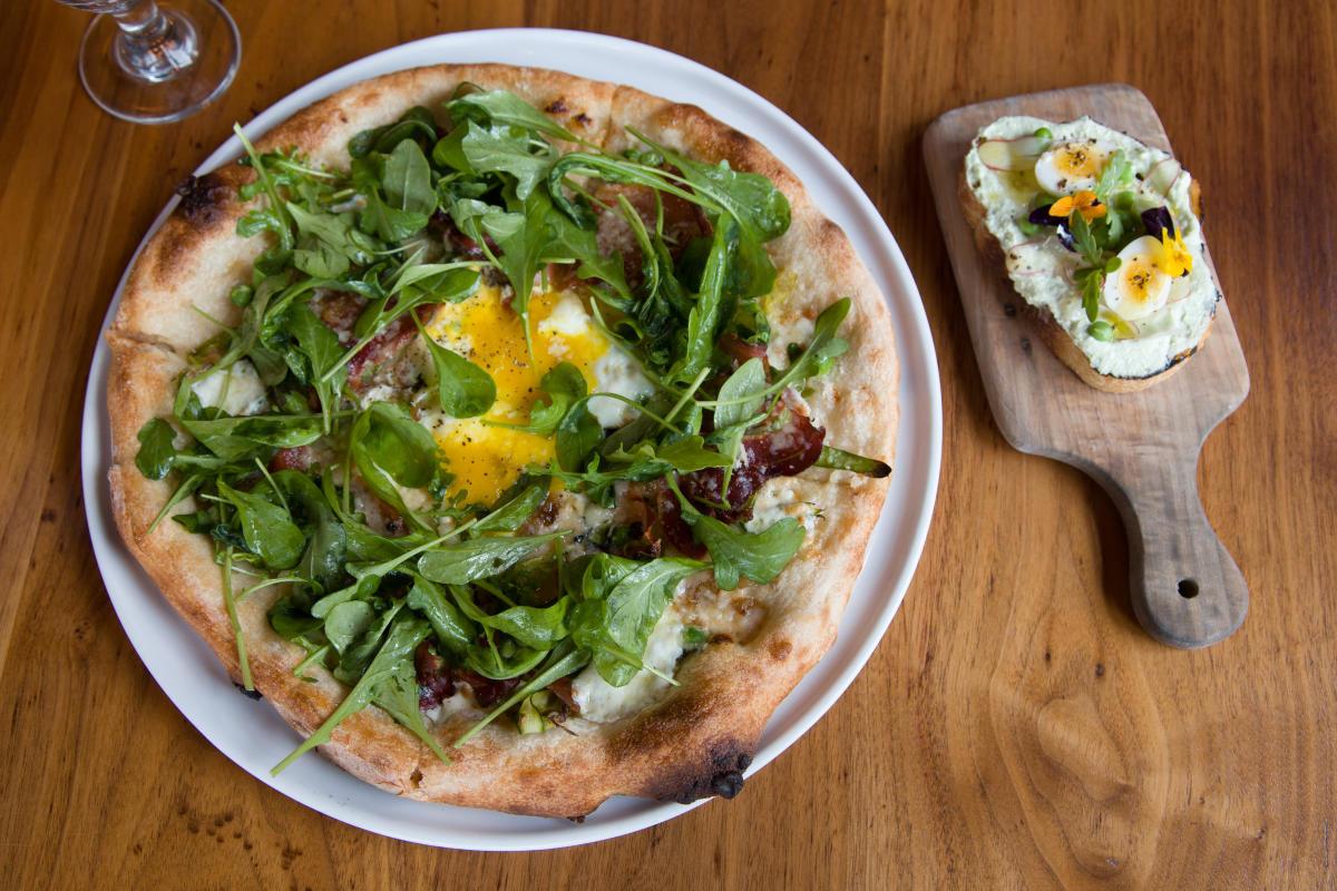 An arugula pizza and bruschetta at Molinari's in Bethlehem