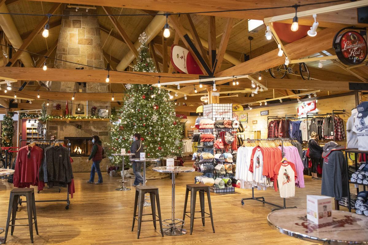 Shopping at Leinie Lodge