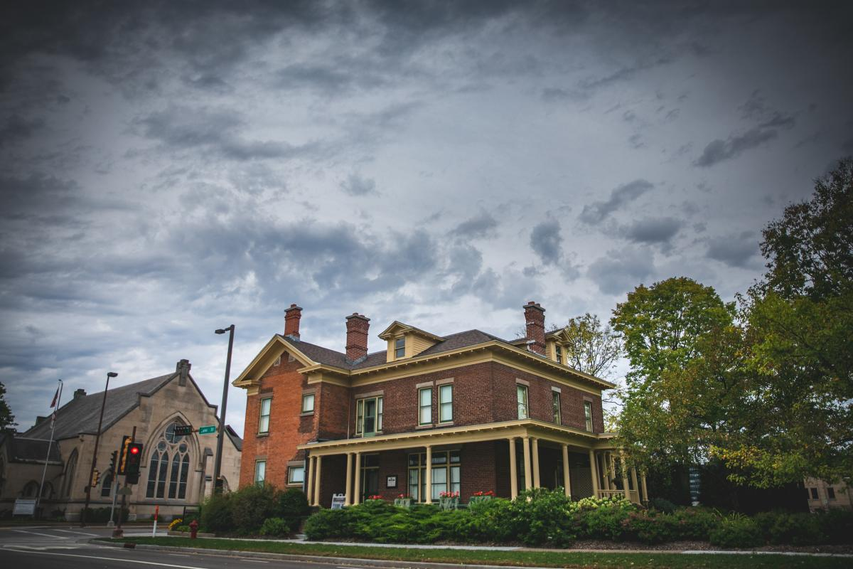An exterior photo of the historic Schlegelmilch House in downtown Eau Claire