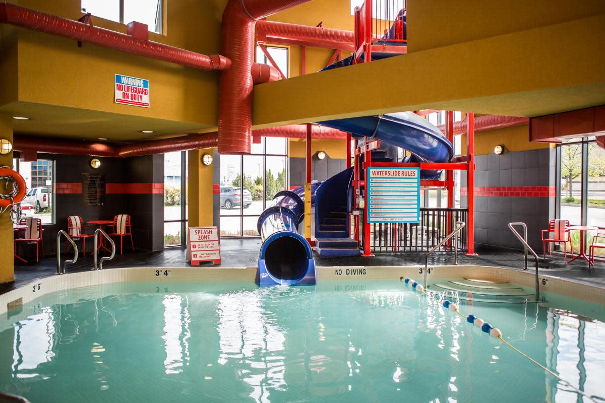 Comfort Suites Kelowna - pool