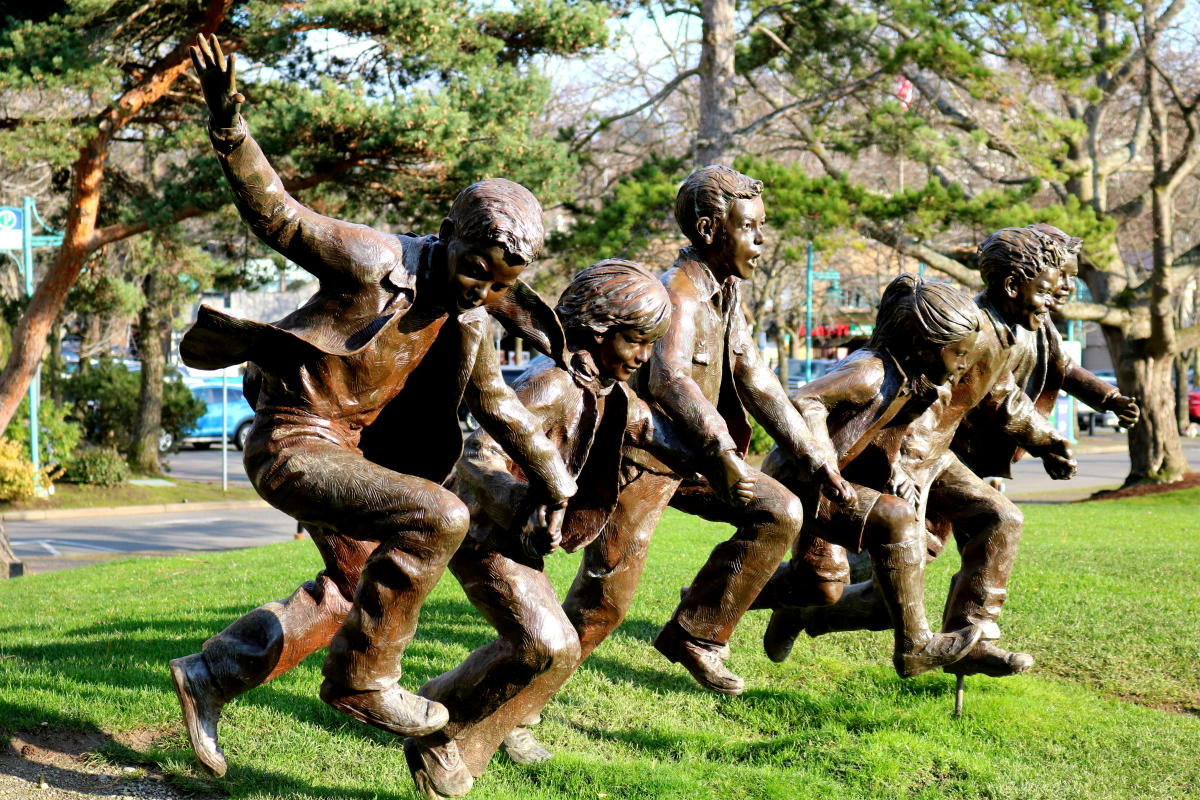 Bronze Sculpture in Marina Park of kids running