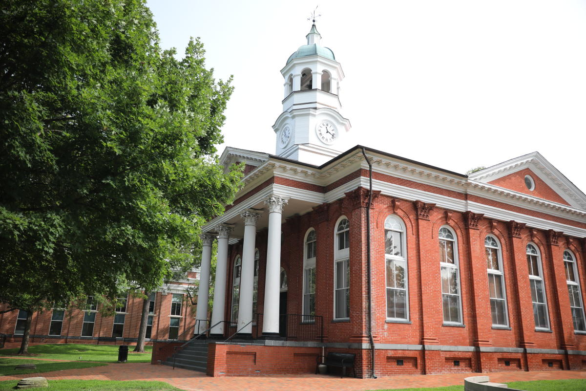 The historic Leesburg Courthouse with red brick, white columns, and a clocktower