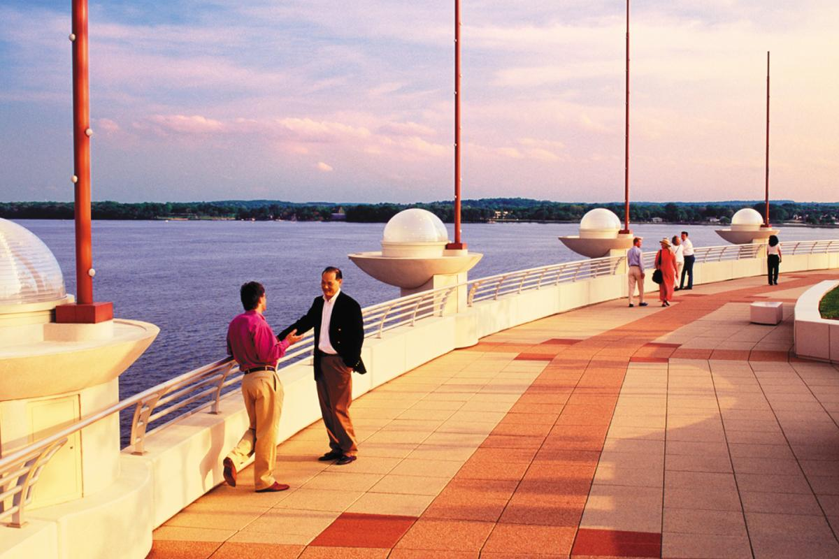 Monona Terrace Garden: Waterfront Dining