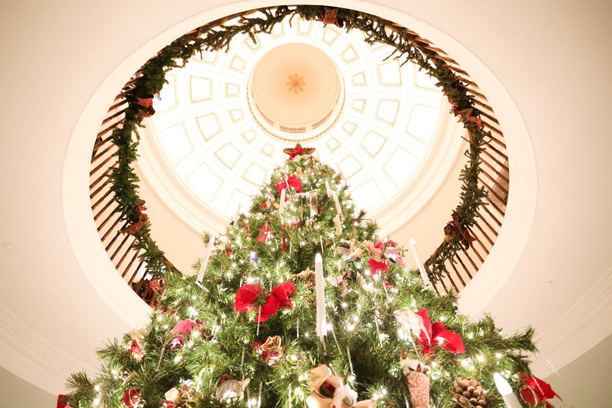 Georgia's Old Governor's Mansion Christmas tree