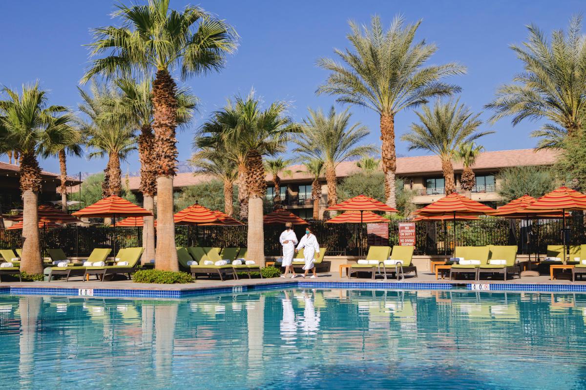 The Ritz-Carltoon pool