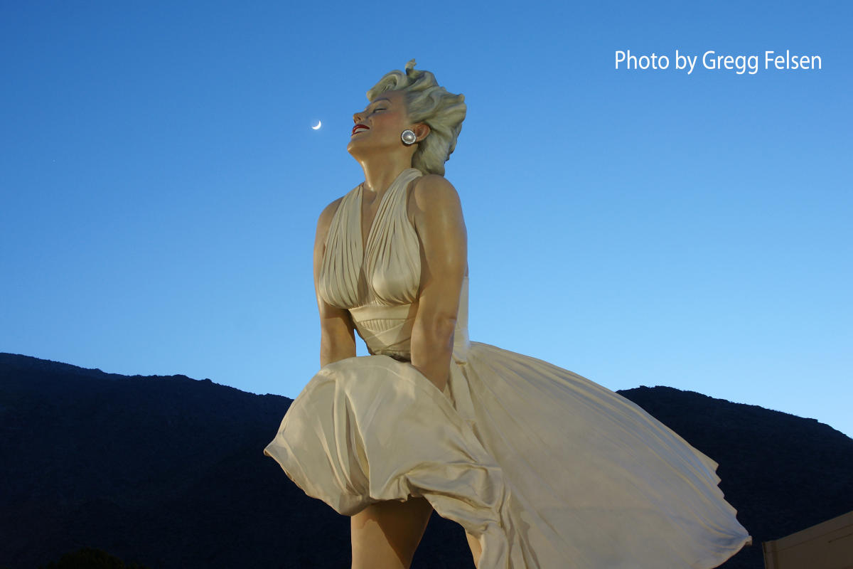 Forever Marilyn statue with the mountains in the background in its previous location.