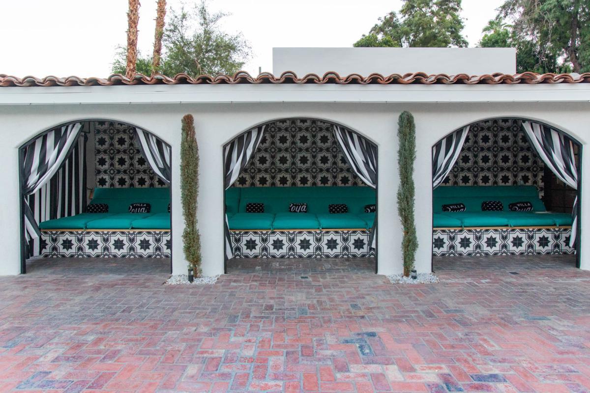 villa royale pool cabana