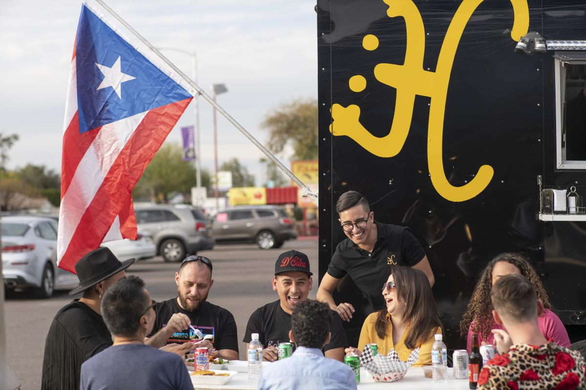 Phoenix Coqui Food Truck customers