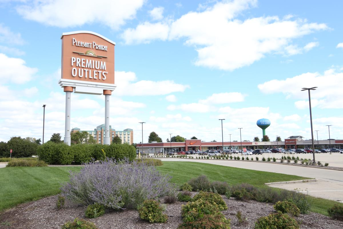 Premium Outlets Looking North From Highway
