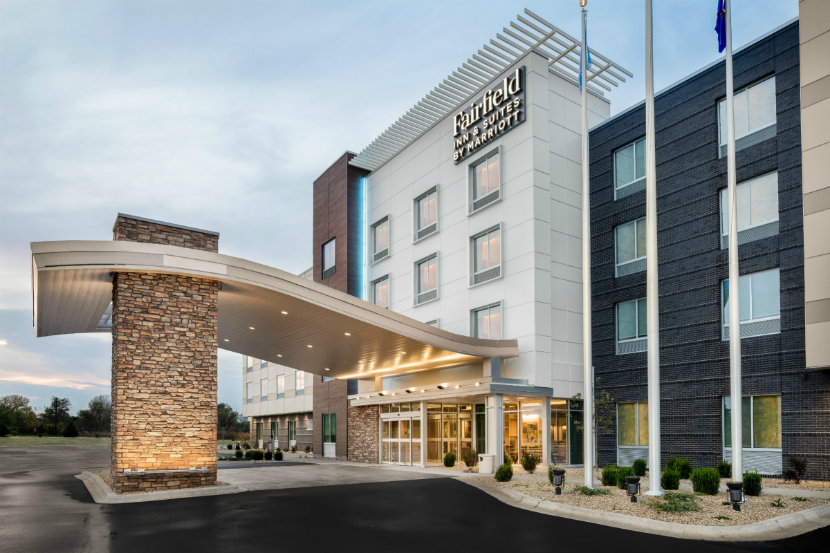 Exterior photo of the Fairfield Inn & Suites hotel in Pleasant Prairie
