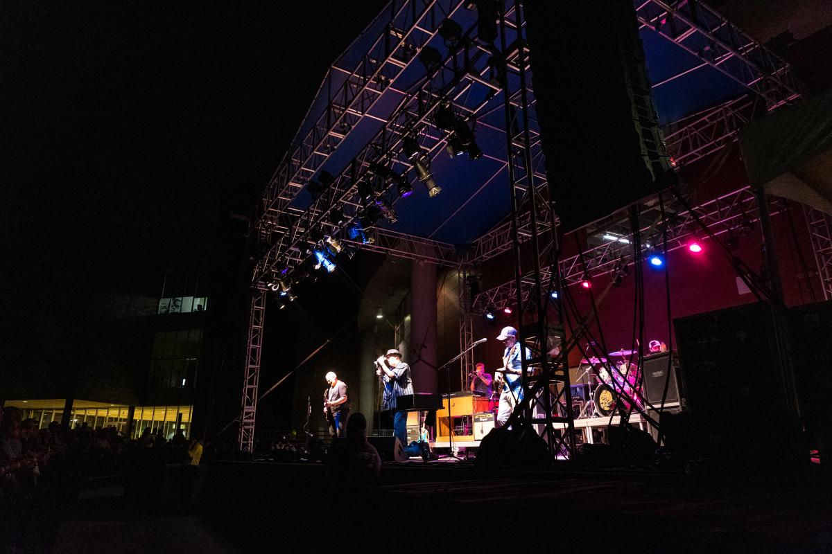 Blues Traveler performing