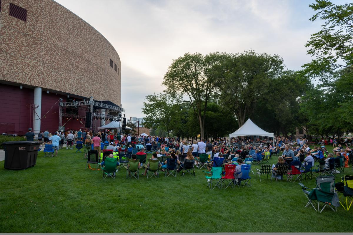 Blues Travler audience at Mayo Park