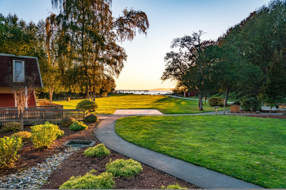 Des Moines Beach Park is perfect for a picnic in Seattle Southside