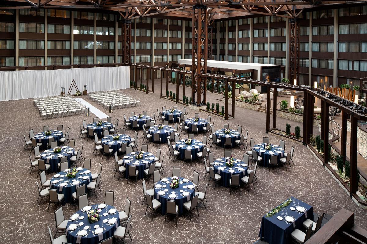 Wedding set at Seattle Airport Marriott