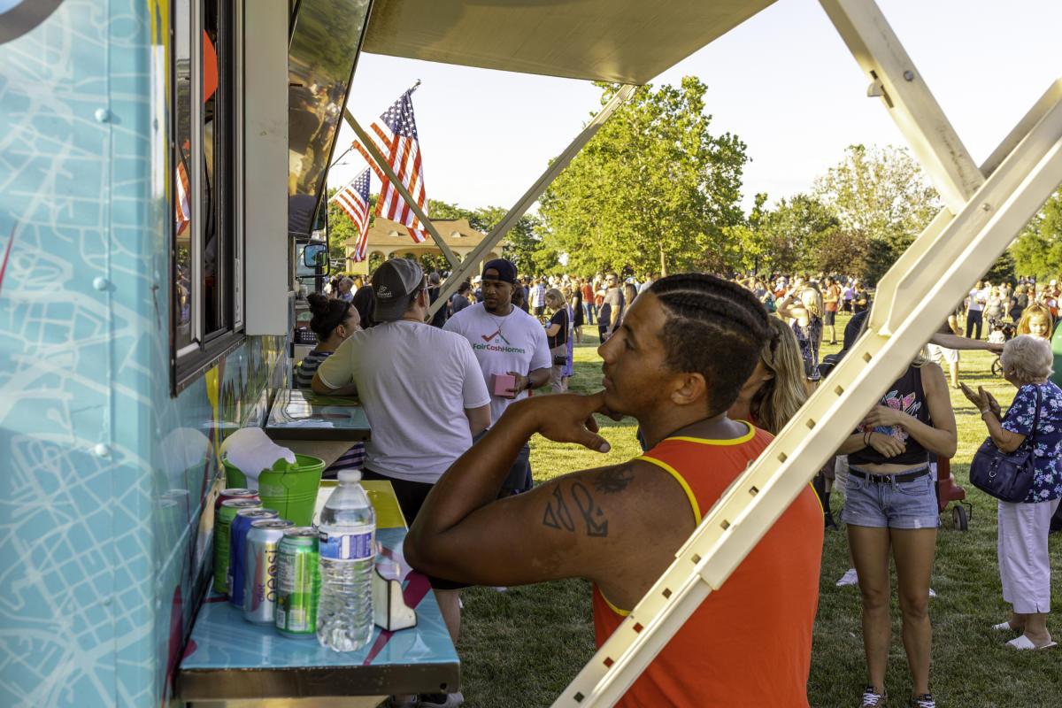 Food Trucks in Frontier Park