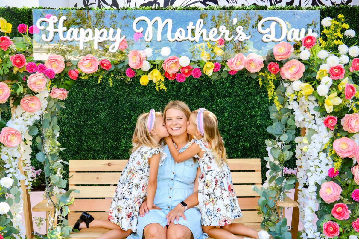 Mom and two girls kissing their mom. Bella Terra Mother's Day Photobooth