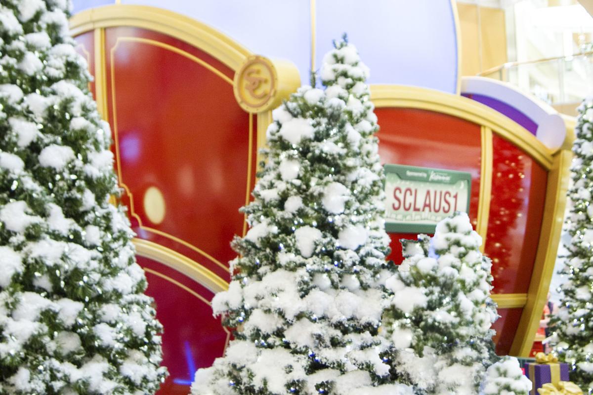 International Plaza Santa Claus