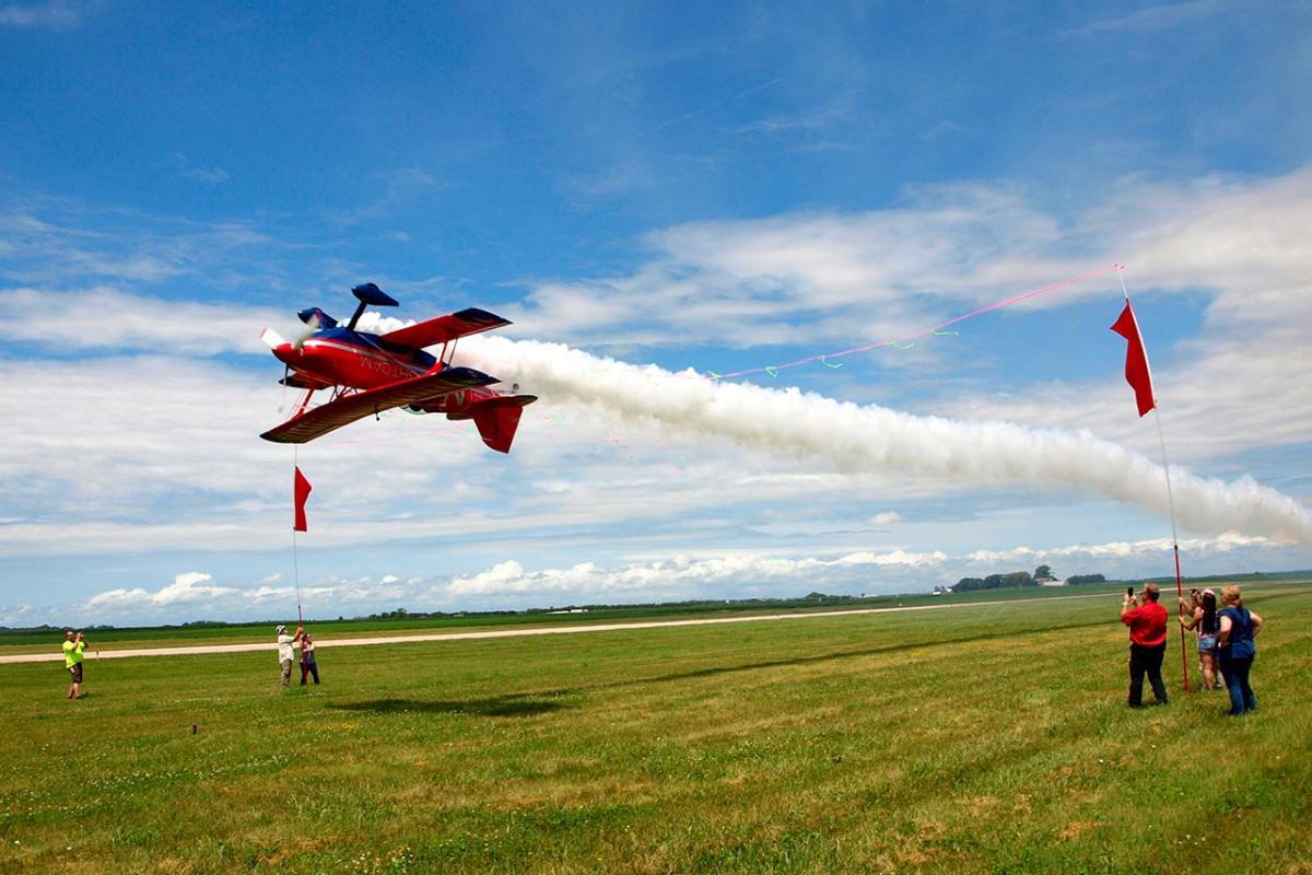 Brian Correll S2B Aerobatics - Upside Down Plane | Thunder Over The Heartland