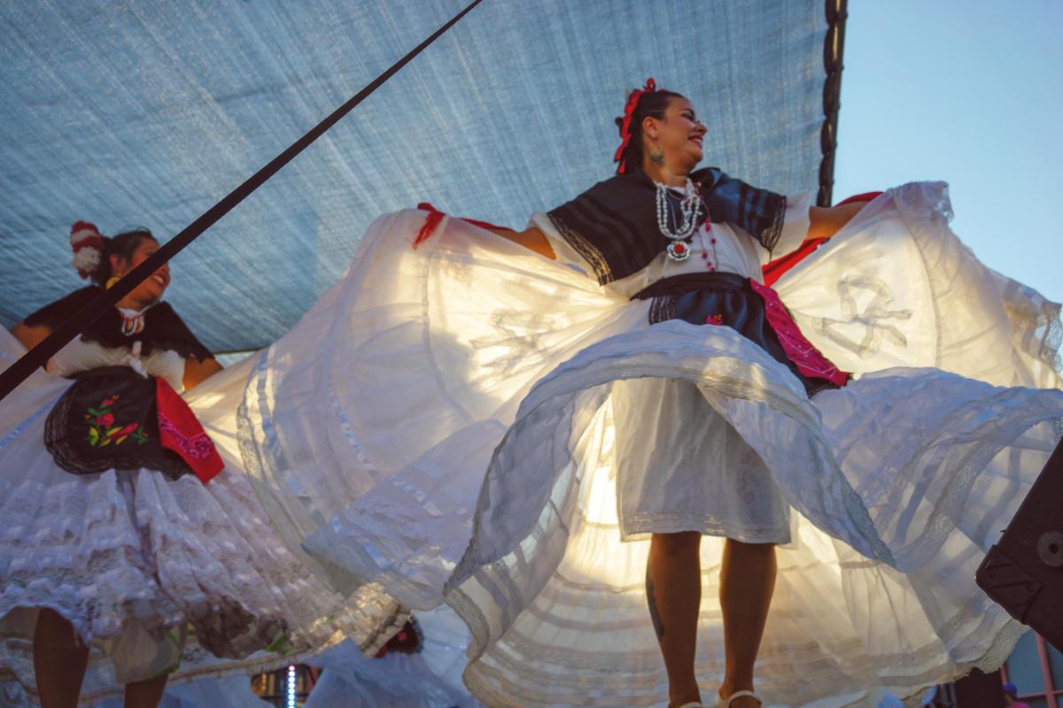 Fiesta Dancers at Fiesta Mexicana   Oakland Neighborhood Topeka, KS - @kylebatsonphoto