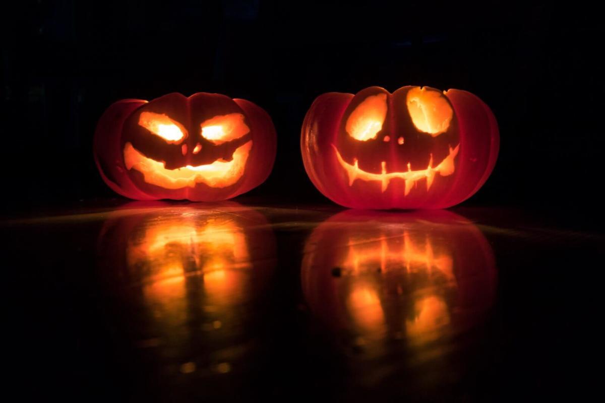 david-menidrey-pumpkin-lanterns-unsplash