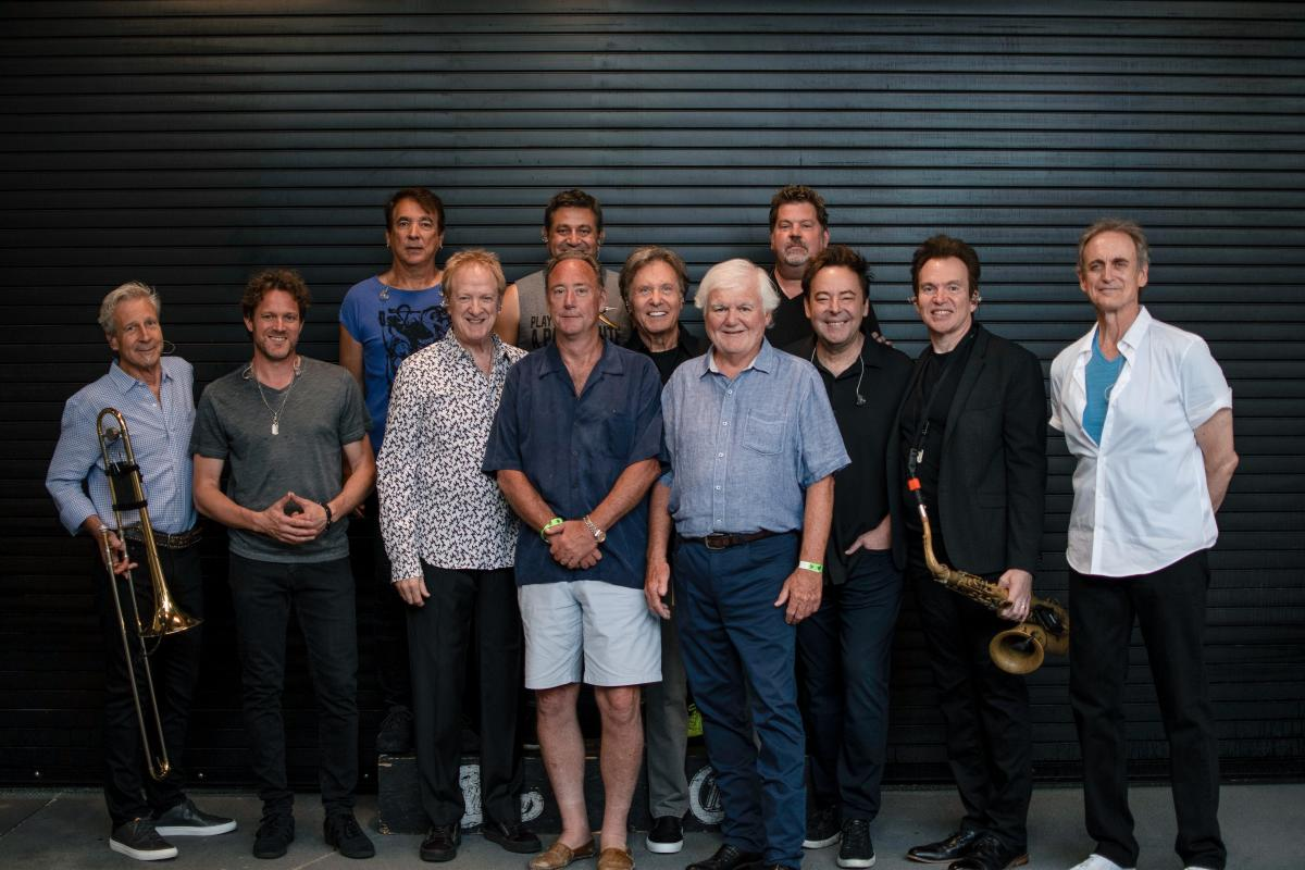 Jerry MacDonald, CWMP President & CEO; Bob Roux, President of US Concerts for Live Nation; and all Chicago band members.
