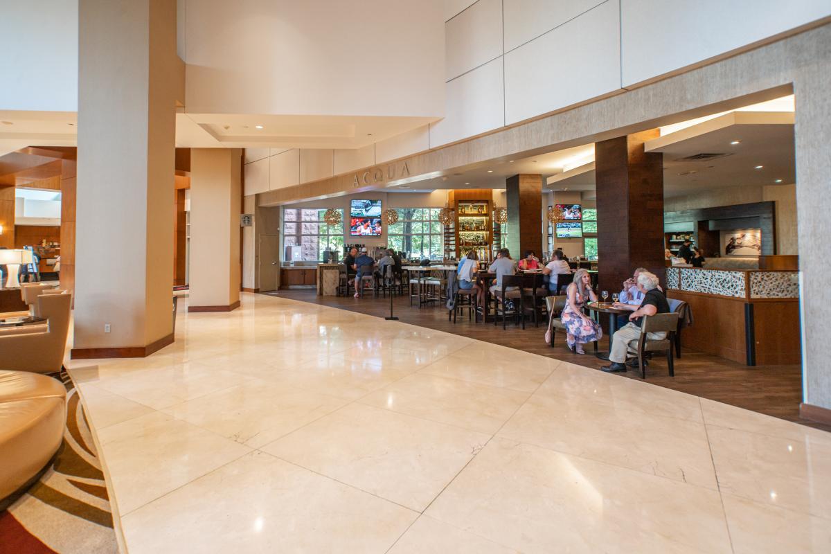 Acqua Lounge & Bar at The Waterway Marriott