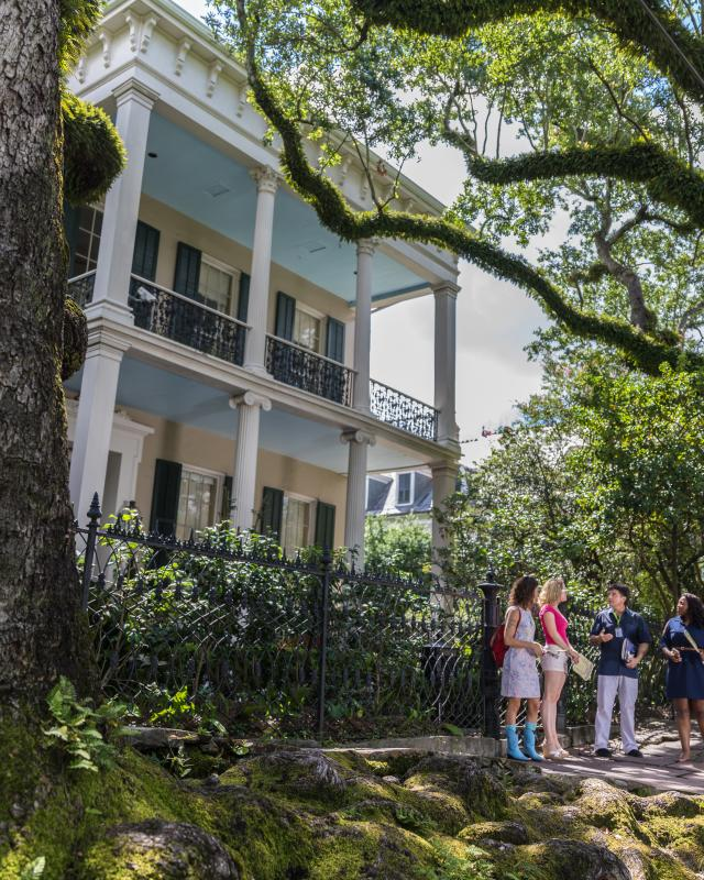 Uptown garden district tours new orleans - New orleans garden district restaurants ...