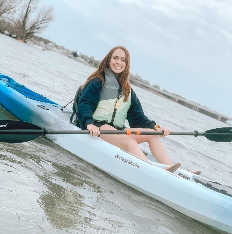 kelseyy-danielle-Instagram-in kayak