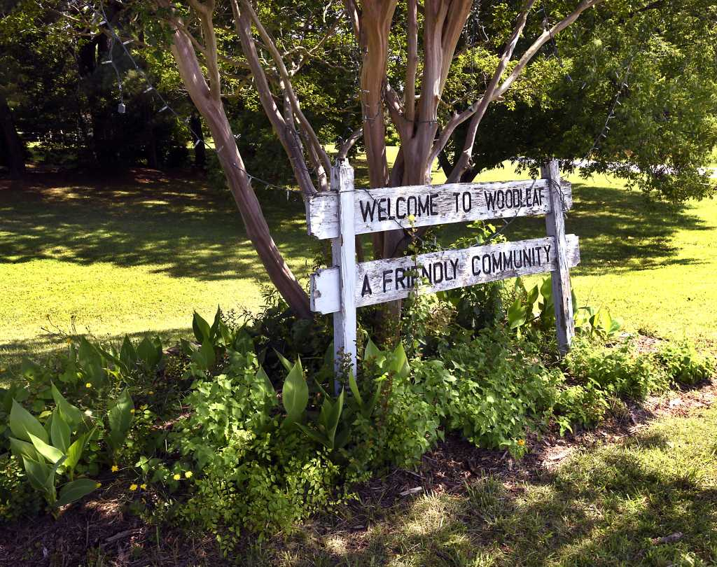 Welcome sign for Woodleaf