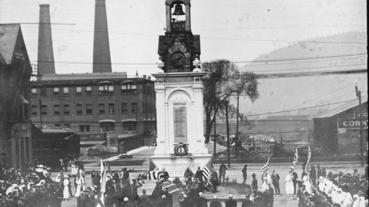 WWI Monument in Square courtesy Corning Painted Post Historical Society