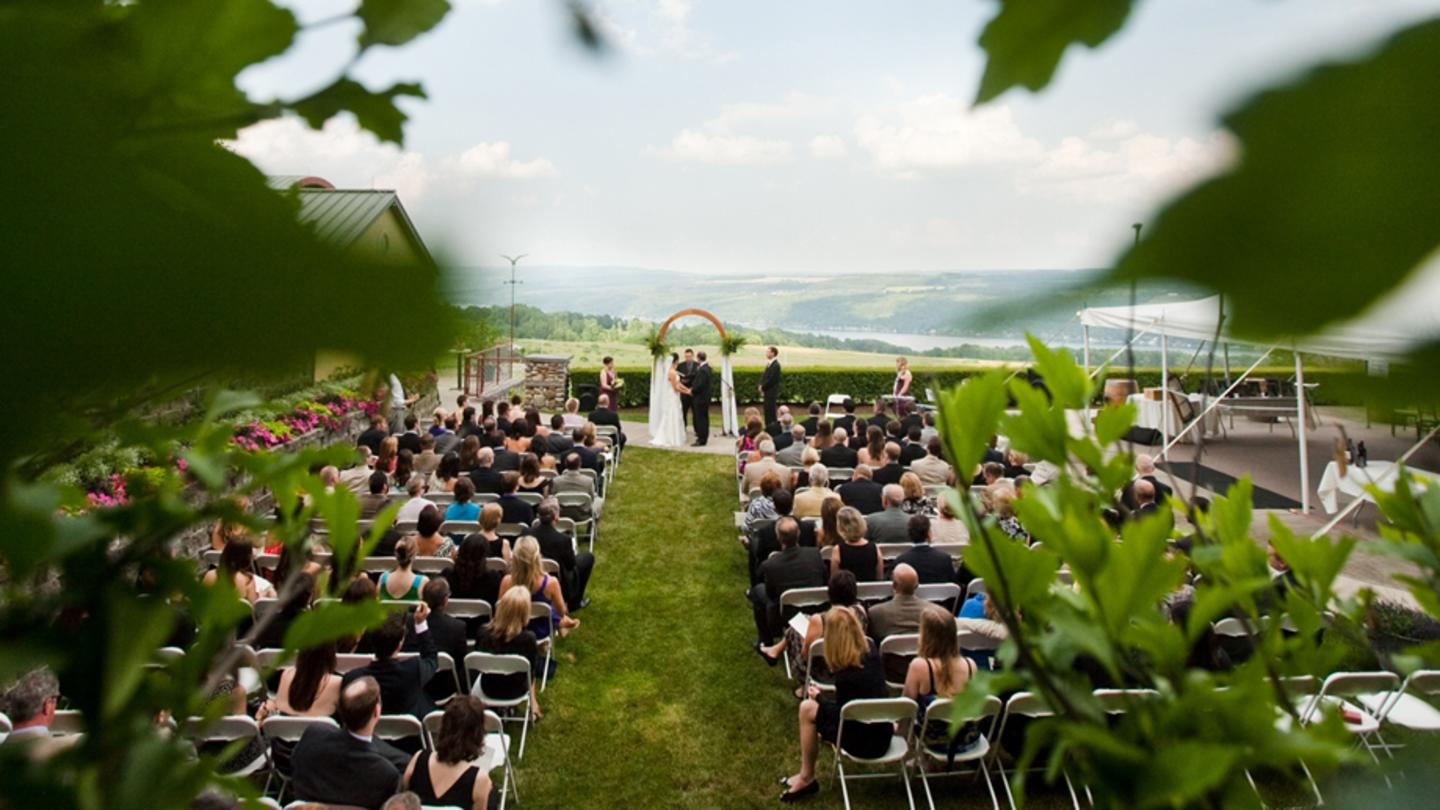 Heron_Hill_Wedding_courtesy_of_Hitched_Studios_960