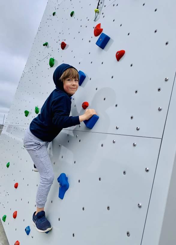 Alle kan teste klatretårnet over i Lillesand