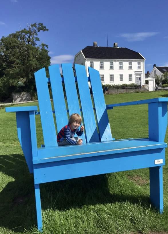 Den blå stolen i S.N. Hansens park