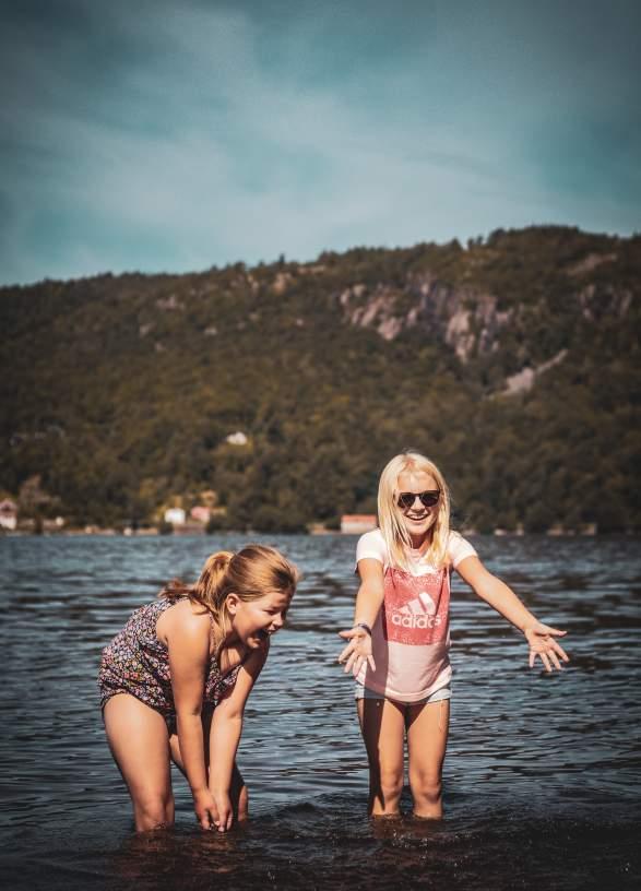 Strandliv i Lyngdal med Anna og Marielle