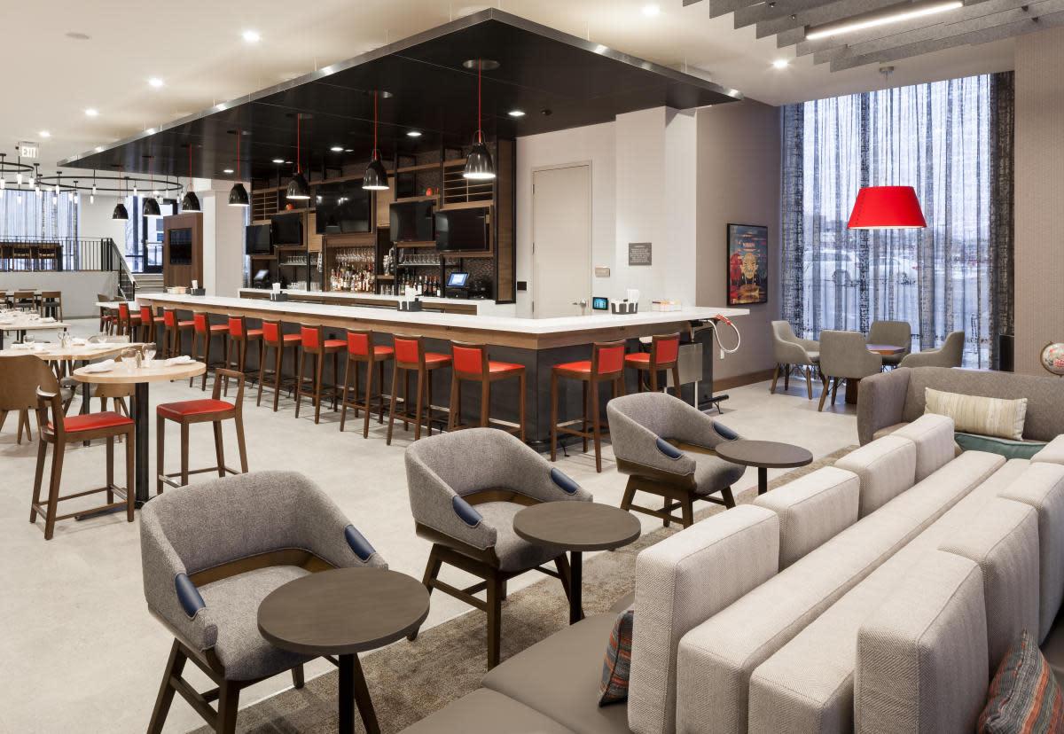 Restaurant and bar at Hilton Garden Inn Downtown Madison