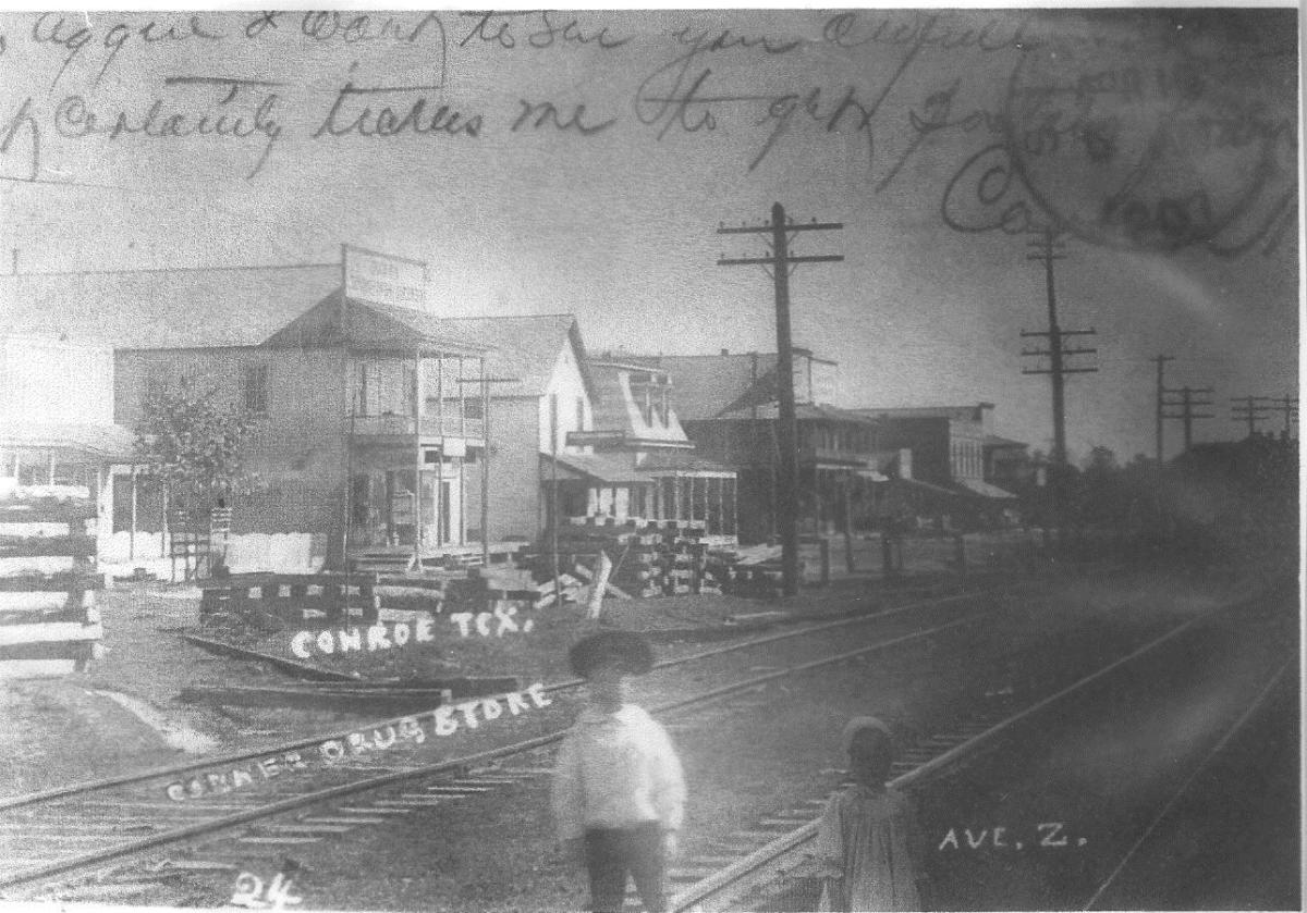 conroe_business_district_on_avenue_z_circa_1901
